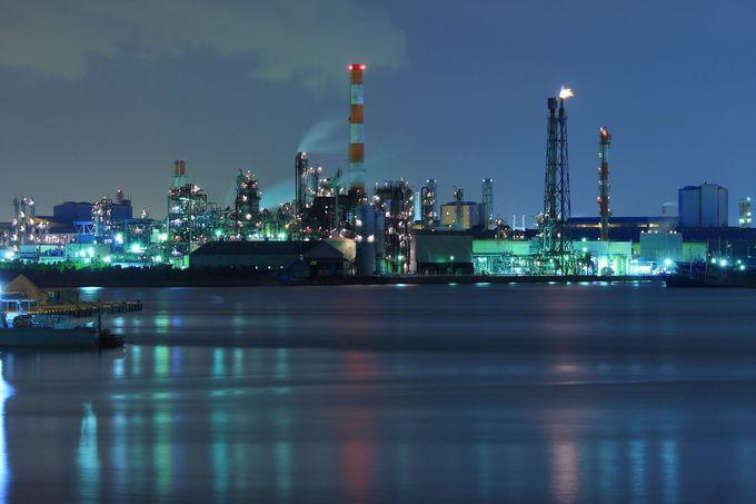 国道の橋の上から工場夜景を見ることができる「千鳥橋」