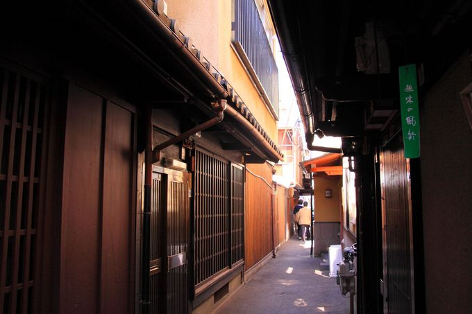 「祇園白川」周辺は重要伝統的建造物群保存地区として京都らしさが残る一角