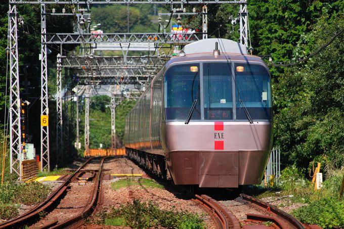 清流を渡る小田急線を撮ることができるポイント