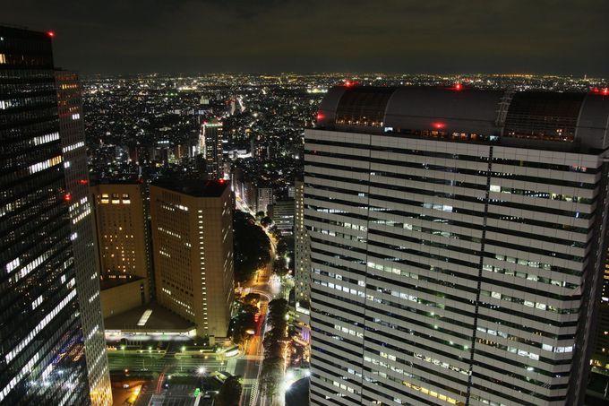 中野方面の夜景がダイヤの箱をひっくり返したかのような夜景が魅力!「新宿野村ビル」