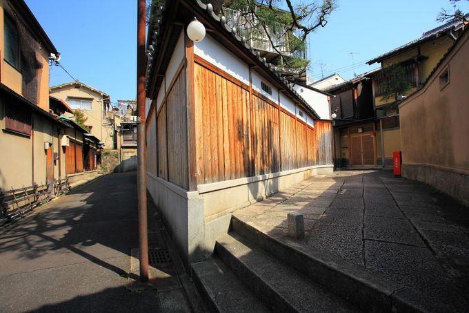 「石塀小路」の西側に位置する「辨天小路」も見逃すな!
