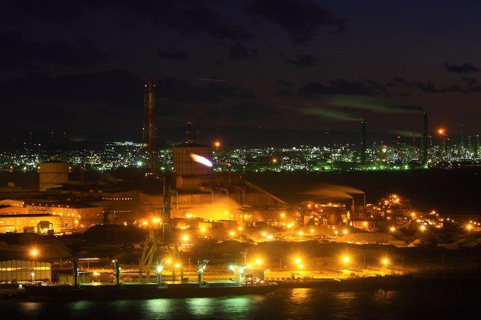 日没とともに南側の工場ライトアップの変化を眺める!