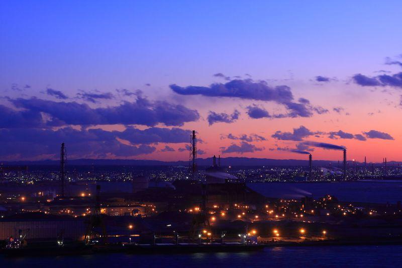 夜景遺産と恋人の聖地に認定!日没後の「千葉ポートタワー」
