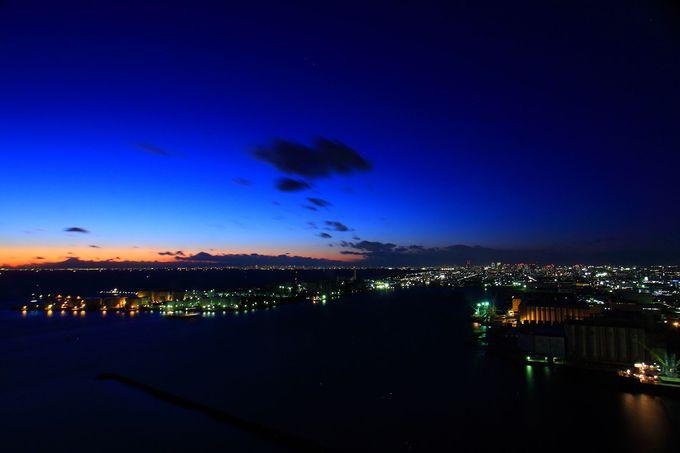 東京湾に浮かぶタンク群は精油工場のジオラマのよう!