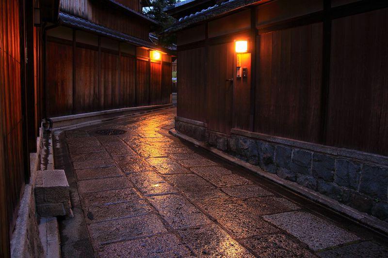 和の風情を身体全体で感じよう!京都八坂に位置する「石塀小路」