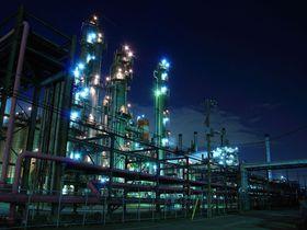 迫力満点の工場夜景が広がる!川崎市浮島町は工場萌えの聖地!