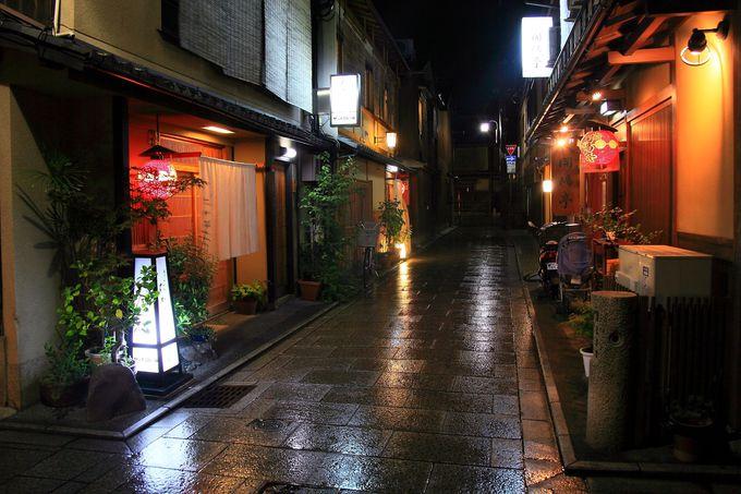 小雨時の小路はさらなる幻想的な空間に!