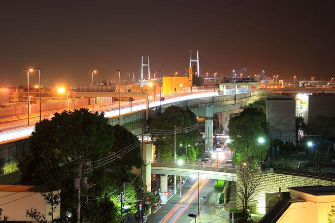 駅直結のエレベータを降りればすぐさま横浜港方面を一望!