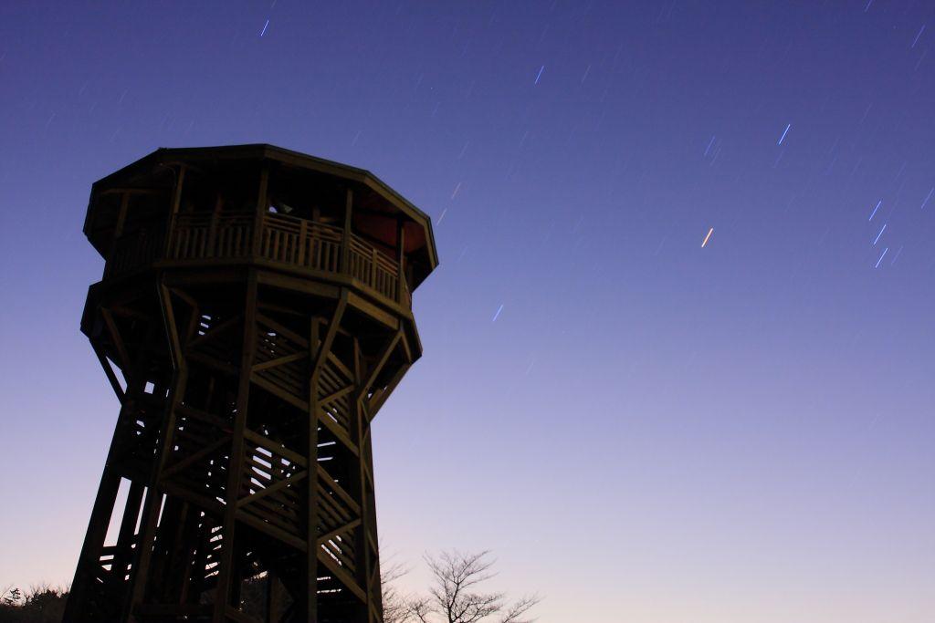 夜空を見上げると星の数の多さにびっくり!