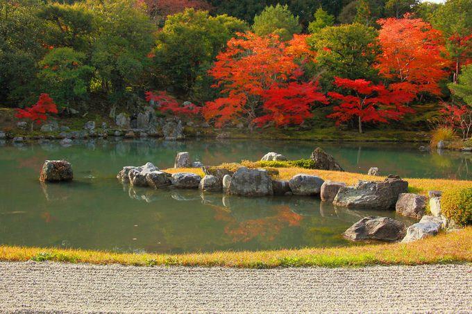 拝観受付から入り、まず最初に「曹源池庭園」にアクセス!