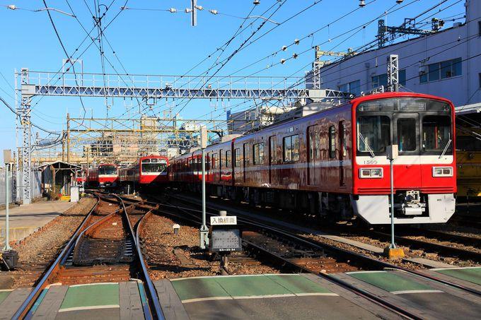 夕方ラッシュ時に向けて準備中の列車たち