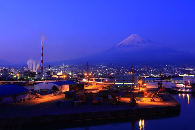 6.静岡県富士市/富士と港が見える公園