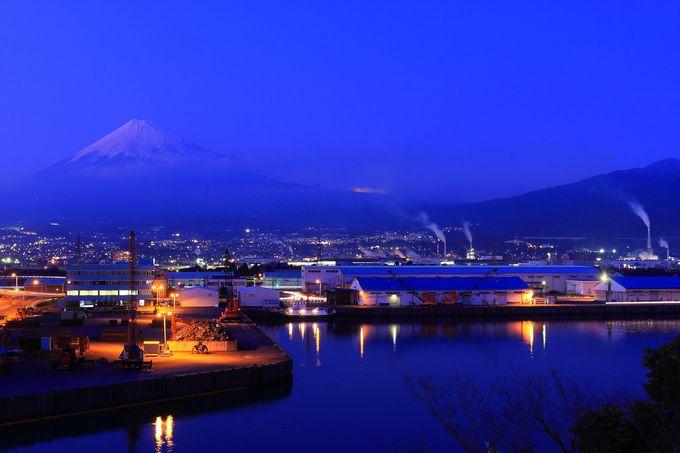 メインの方角とも言える富士山と周辺製紙工場群の眺め
