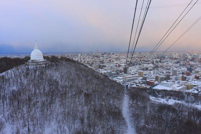 期待を胸に麓からロープウェイで藻岩山山頂までアクセスしてみる!