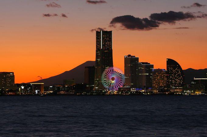 夕刻時はみなとみらいの真後ろに富士山のシルエットが見えることも!
