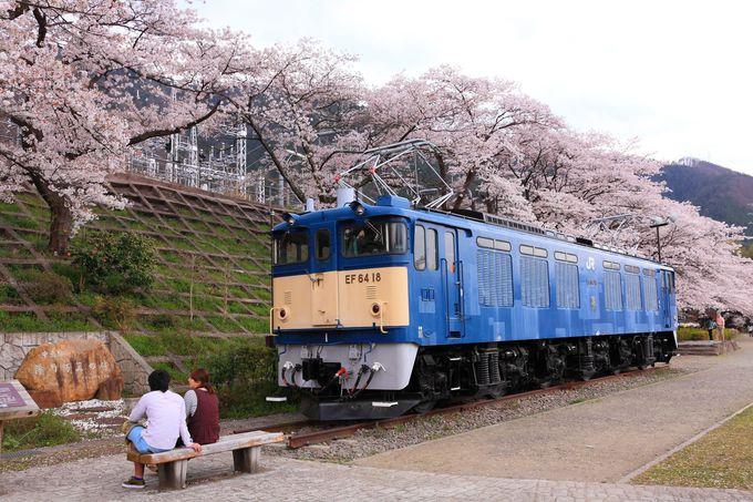 「勝沼ぶどう郷駅」の南側に保存されている電気機関車も必見!