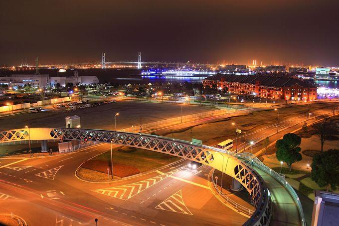 屋上から1フロアー下のパーキングから見る横浜港方面の夜景