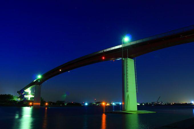 夜の「中の島大橋」ライトアップも必見!