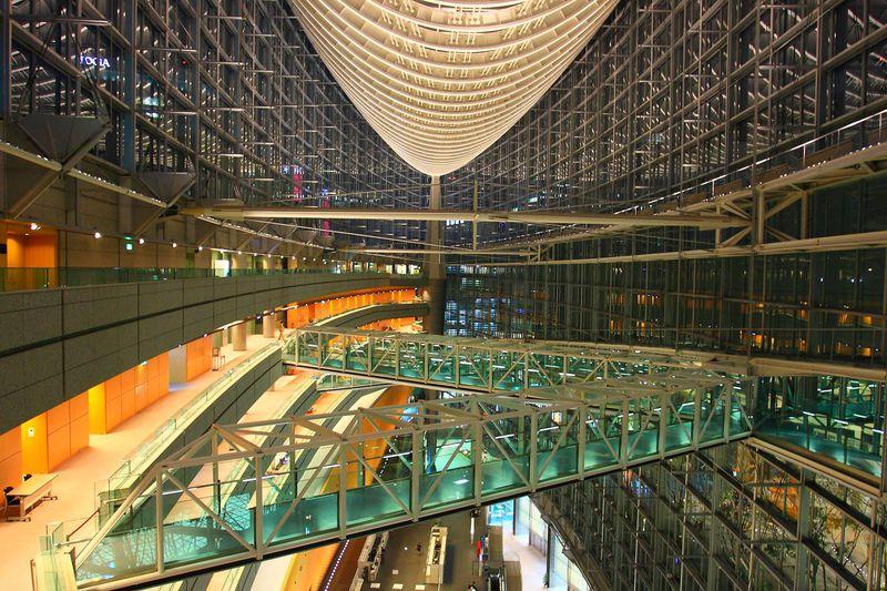都会的な景色を静かな場所で眺めよう!「東京国際フォーラム」ガラス棟