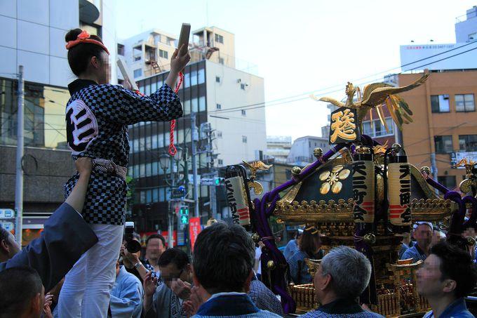 町内を渡御する神輿の多さにビックリ!