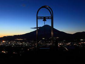 富士山の真下を流れる天の川夜景に大感動!静岡「足柄峠」付近
