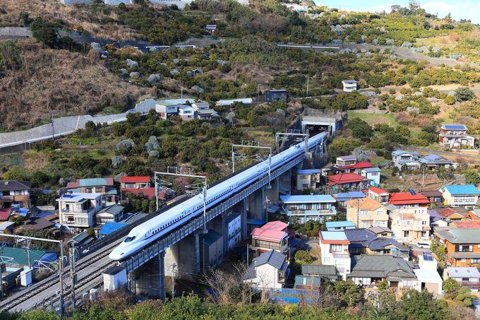 「石橋鉄橋」のすぐ横を通過する新幹線もオススメ!