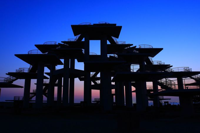 日没後の「明治百年記念展望塔」はまさに要塞!
