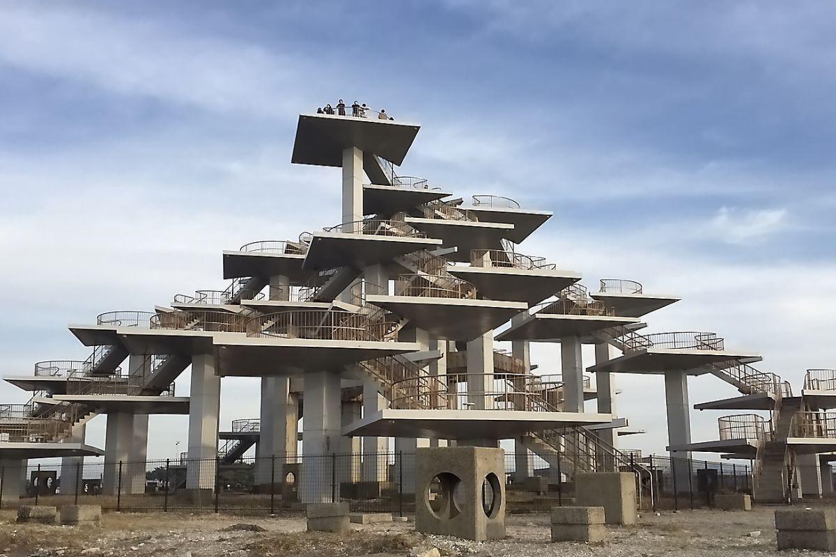 富津岬の先端に聳える「明治百年記念展望塔」!
