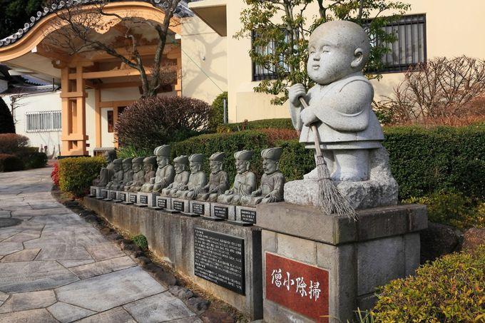 境内には非常に多くの石像が設置されている!