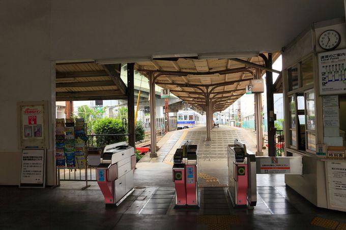 出発はターミナル駅の面影が残る「汐見橋駅」