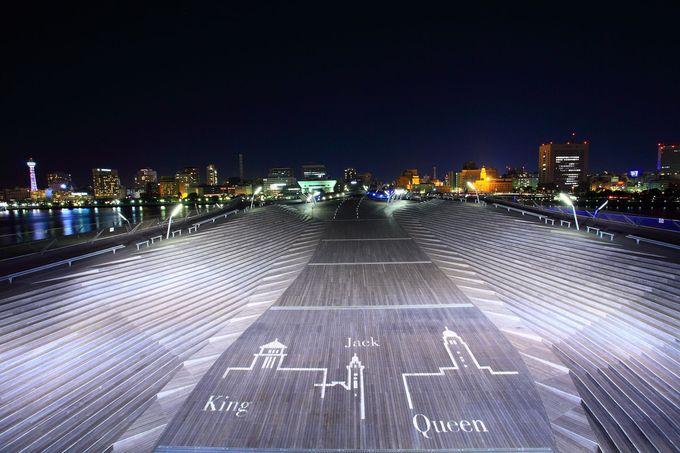 みなとみらい全景定番撮影地でもある「大さん橋客船ターミナル屋上」では?