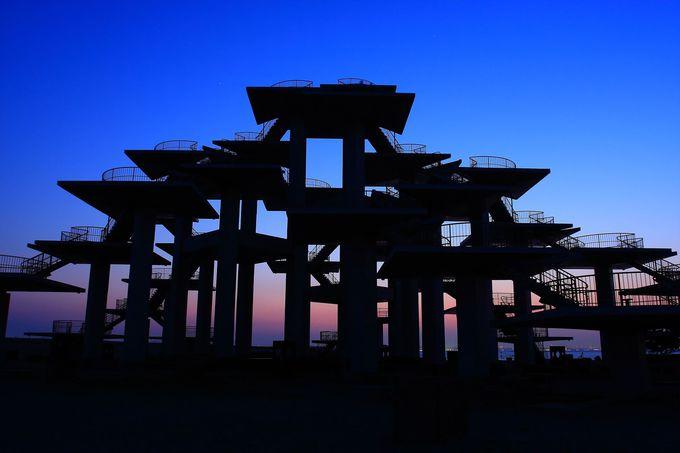 海岸沿いに聳え立つ建造物系も見所多し!