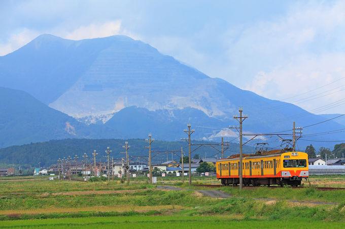 藤原岳を背景に田園地帯を行くポイント