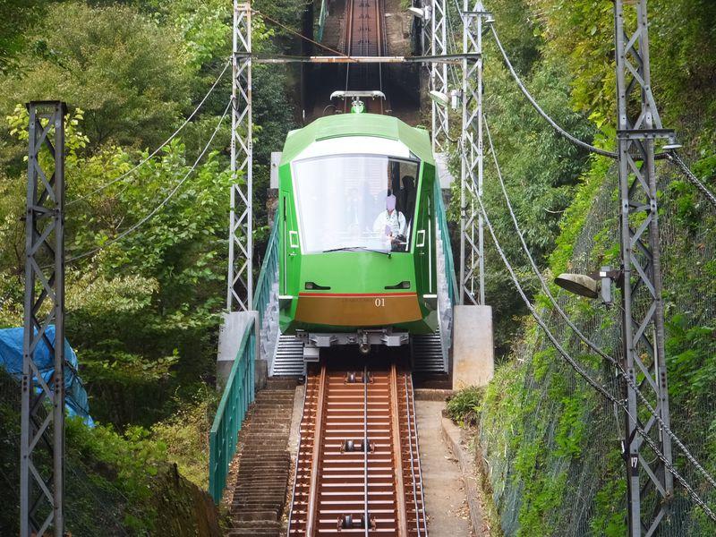 新型車両のケーブルカーに乗って歴史あるパワースポット神奈川県・大山へ