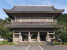 潮風漂う材木座にそびえる鎌倉一の山門と美しい庭!光明寺