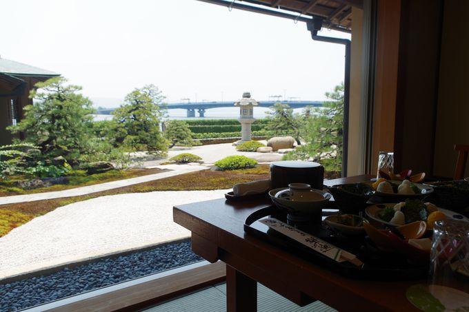 宍道湖を望む見事な日本庭園