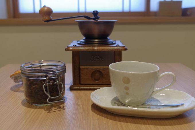 挽きたてのコーヒーも味わえる和モダンの部屋