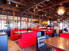 和歌浦湾を一望する高台の料亭旅館をリノべした「わかうら食堂」