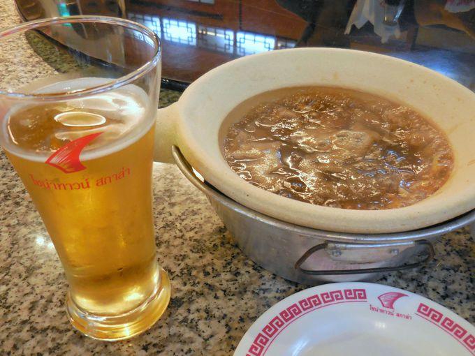 出来立てグツグツのフカヒレスープは、一人前ずつひとつの鍋で!