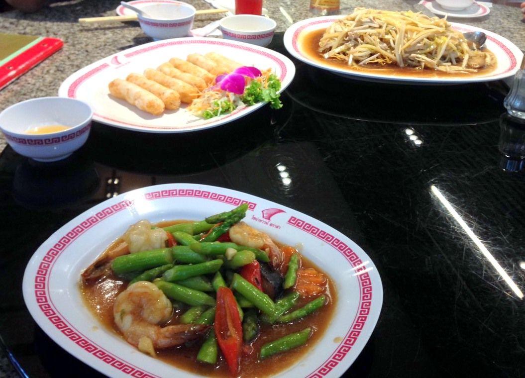 炒め料理からシメの麺料理まで豊富なメニュー