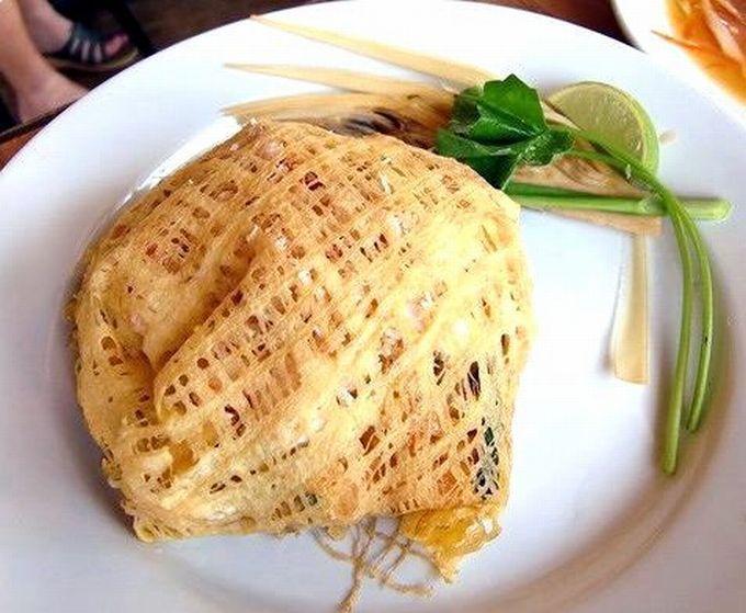 オシャレな見た目の、タイ風焼きそば「パッタイ・ホーカイ」