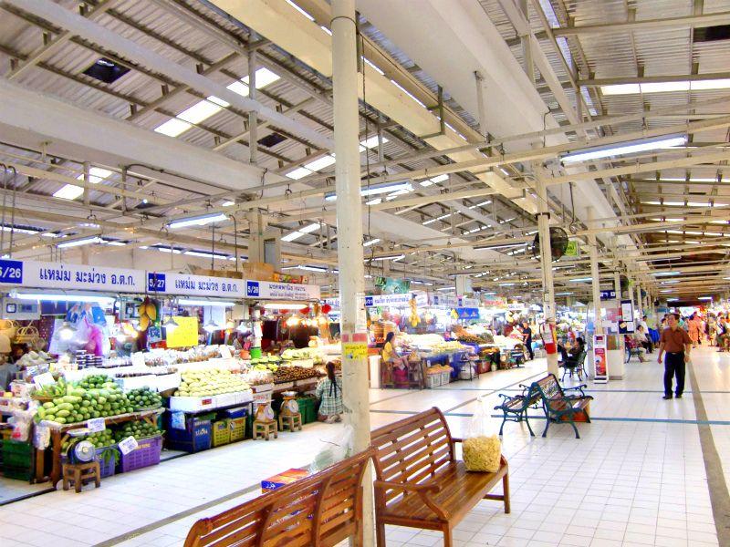 生鮮食品から調味料にお惣菜!歩いているだけで楽しい広々とした市場