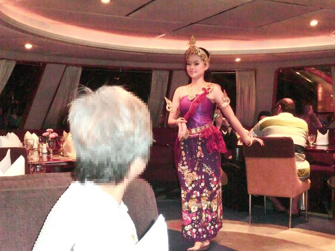 食後はタイ伝統舞踊(コーン)をゆっくり鑑賞
