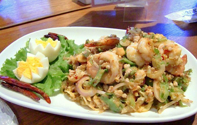 食感がクセになる!ピリ辛健康サラダ「ヤム・トゥアプー」