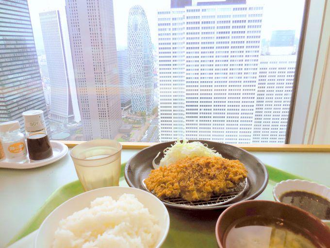 カウンター席は新宿の眺望が見渡せる特等席!