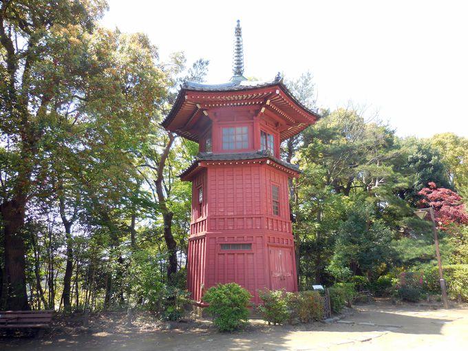 東洋6人の哲学人が祀られる、赤色塗り六角形の「六賢台」