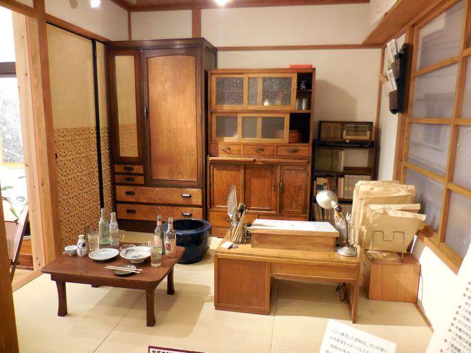 トキワ荘の兄貴分的存在・テラさんこと寺田ヒロオの部屋を再現した展示