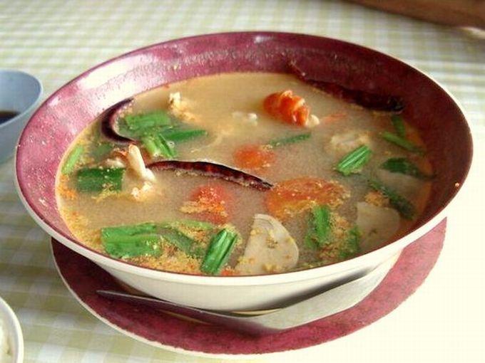 1.トムヤム味のクリアなスープ「トムヤムクン・ナムサイ」