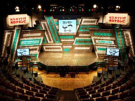 東京渋谷「ヨシモト∞ホール」若手芸人のエネルギッシュなライブを観よう!
