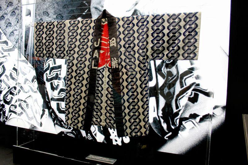 ザ・ビートルズ着用のあのハッピも展示!東京「ロバート・ウィテカー写真展」